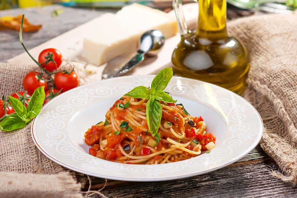 Spaghetti with vegetables and tomato sauce
